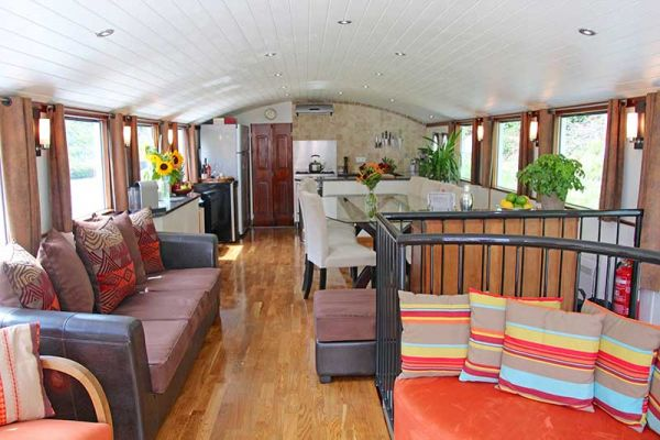 Luxury hotel barge Enchante, saloon