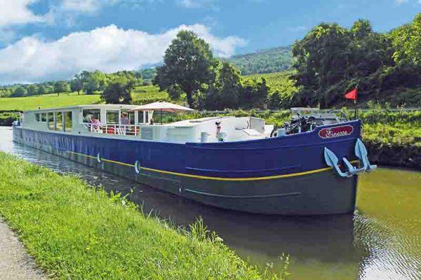 Luxury hotel barge, Finesse