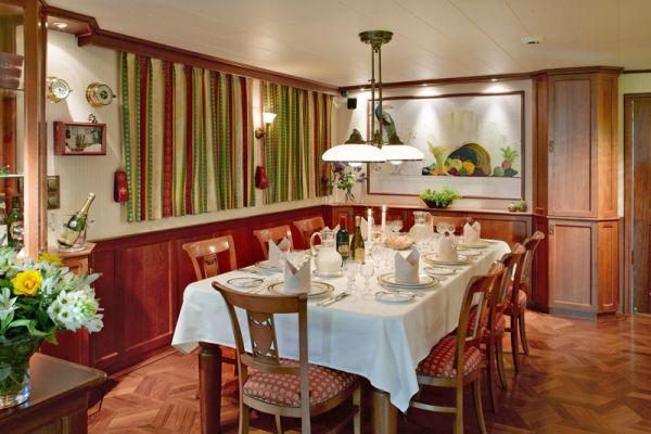 La Nouvelle Etoile Dining Area